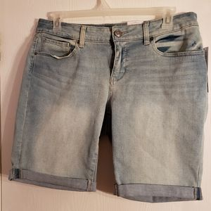 Time and Tru midrise denim Bermuda shorrs